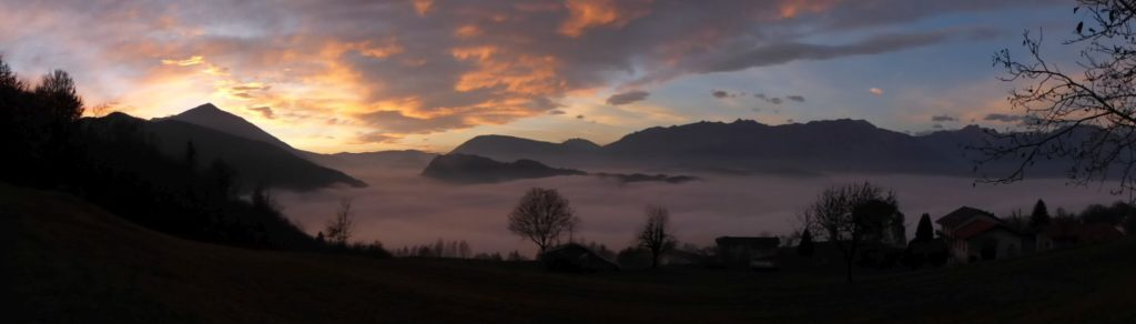 Nebbia in Valbelluna al tramonto, vista da Stabie -Gaia Erbe