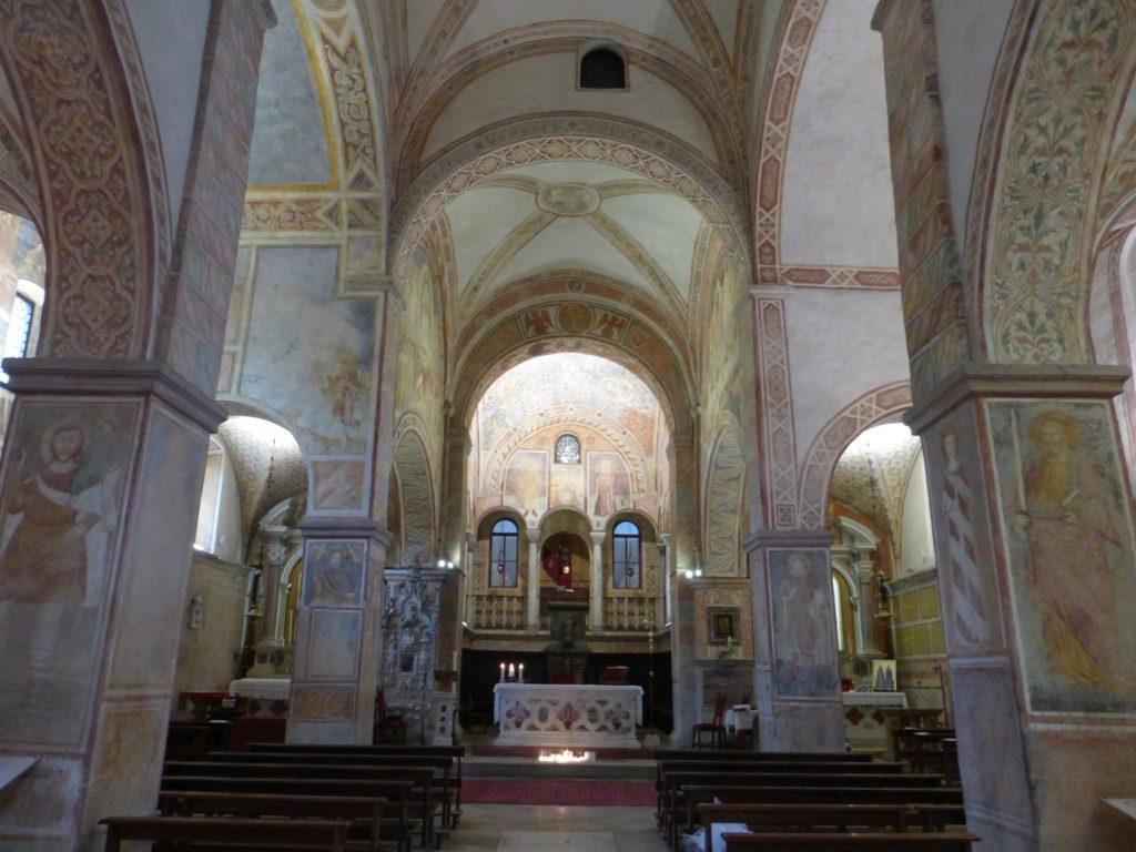 Interno della basilica santuario dei santi Vittore e Corona, dintorni di Feltre - Gaia Erbe